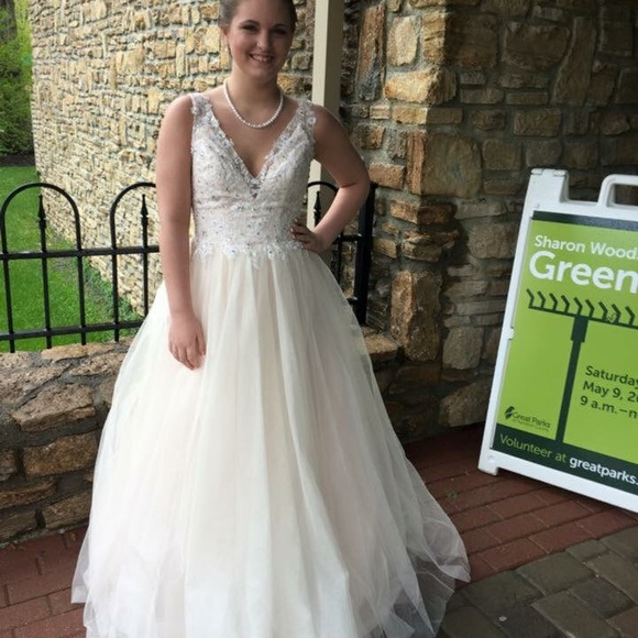 Dresses | A Beautiful Cream Dress From Camille La Vie Size 6 | Poshmark